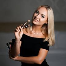 Alisa Makeup Bar