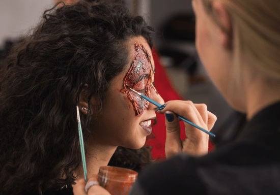 Learn Special Effects Make-up: Bruises, Wounds, & 3D Art | skilldeer