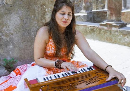 Online Class: Harmonium Lessons with Sneha