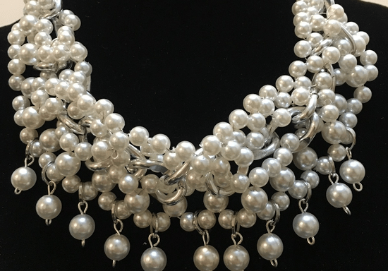 Online Class: DIY Handmade Pearl Necklace with Luna