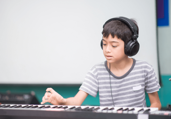Online Class: Play the Keyboard - Ages: 4-16