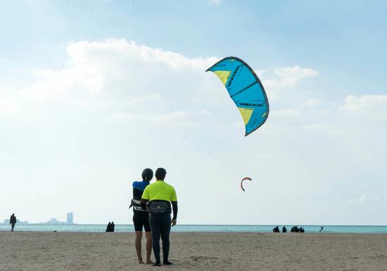45-Minute Fun Kitesurfing Experience (IKO Certified)